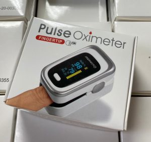 Oximeter with Pulse - color display - compact - fast - accurate (1/bx) - IN STOCK